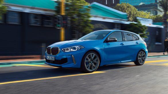 BMW 1er von links vorne